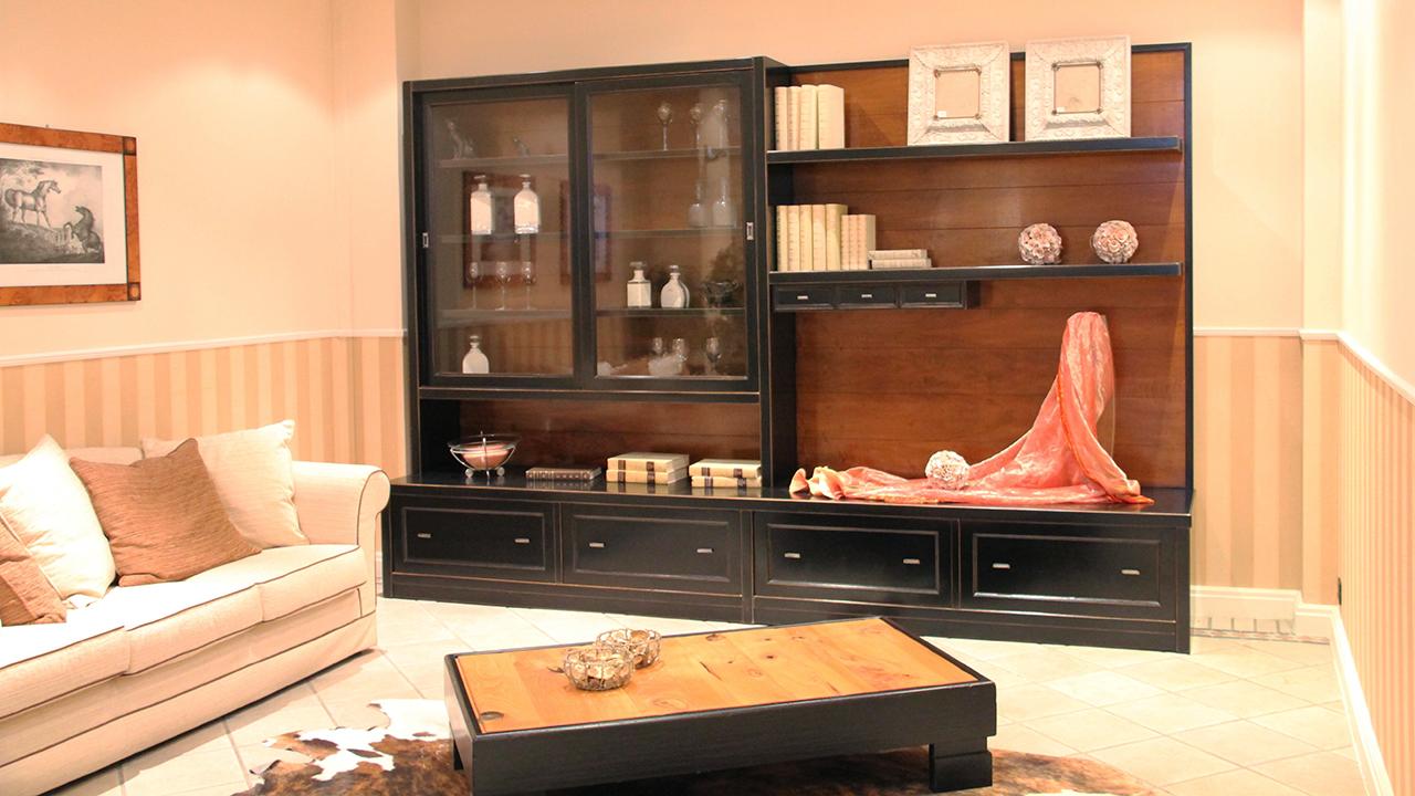 Libreria in legno laccato nero e noce anticato