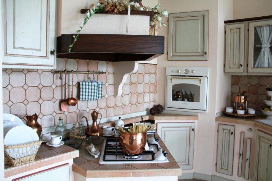 Cucina Toscana con ante in massello di castagno