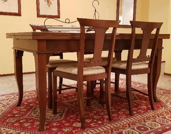 Tavolo rettangolare allungabile FG con sedie in noce